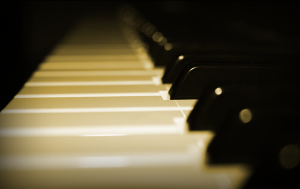 Piano keyboard from Stardust Music - classical piano, romantic piano, jazz pianist and much more.